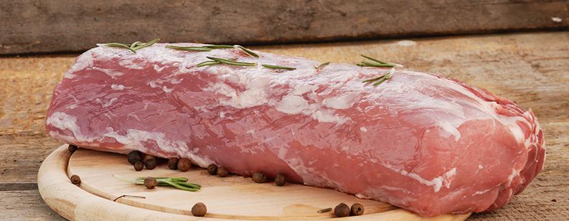 Lomo de cerdo ibérico en salsa de vino tinto.